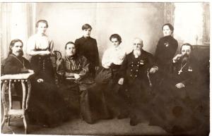 Ходов Иван Ефимович ( 1 ряд, второй  справа)