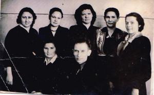 Верхний ряд слева направо: М.М. Чараева, М. Н. Кузнецова, Р.П. Яцких, Т.П. Долгова, В. Рахманинова. Нижний ряд: Т.И. Наумова, Н.В. Глазков