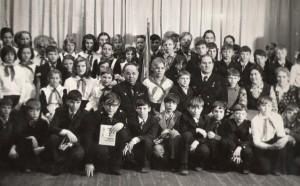 Учащиеся и педагоги школы №13 на встрече с Девятаевым М.П.  1976г.
