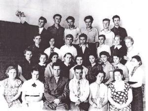 Первый выпуск учеников 1957 год.