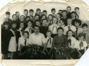 Директор Конюший Игорь Владимирович работал в школе с 1965 по 1968 год. Вместе с учащимися  заложил сквер возле поселкового клуба, посадил сад на центральной улице.
