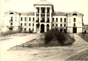 Школа размещалась в Белом доме. 1960г.